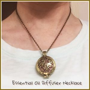 Jewelry - ❌CLEARANCE❌ Essential Oil Diffuser Necklace